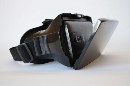 Descărcăm aplicații VR din magazinul Android dedicat (Google Play)