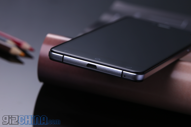 Elephone pregăteşte două telefoane elegante cu șasiu din sticlă şi metal: Elephone S2 şi S2 Plus