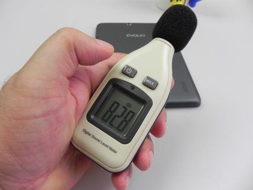 Puterea volumului tabletei Evolio Quattro 3G in decibeli