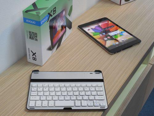 Evolio X8 Fusion si tastatura dock