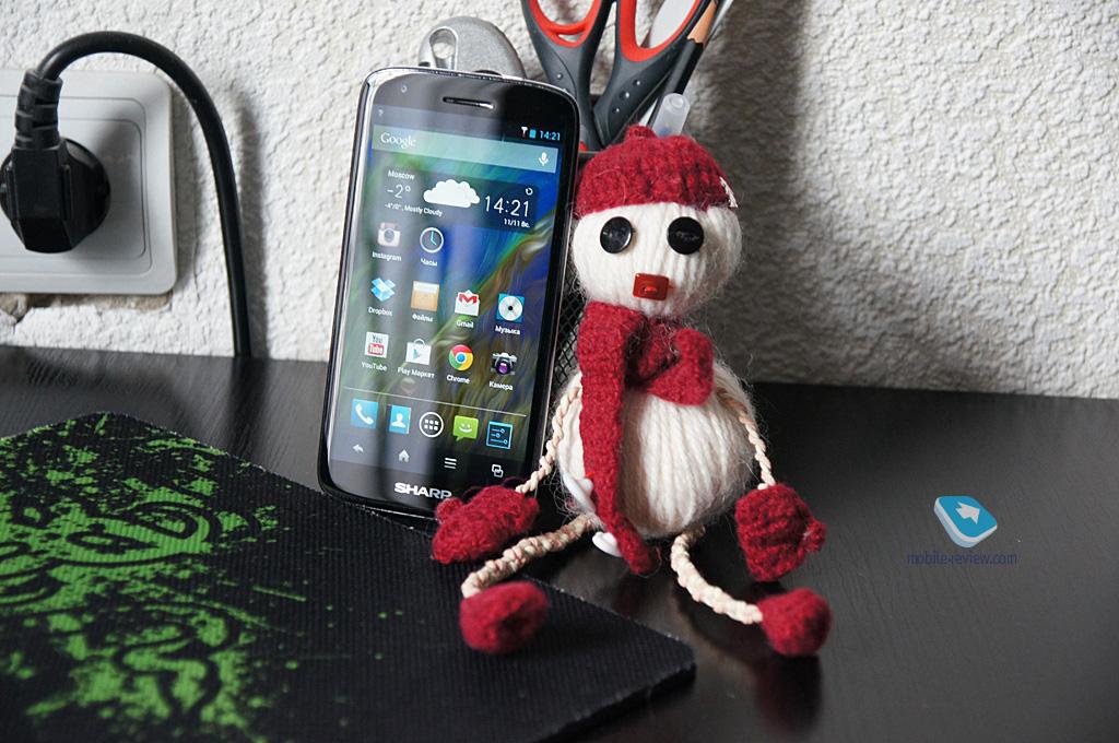 Sharp Aquos SH930W, telefon cu ecran 1080p și dotări midrange primește review În Rusia