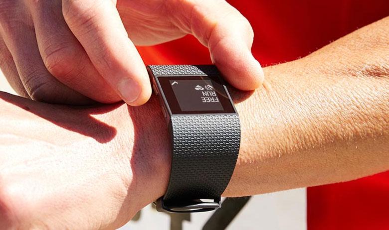 Fitbit lansează 3 trackere de fitness, cu prețuri de la 130 de dolari: Charge, Charge HR și Surge