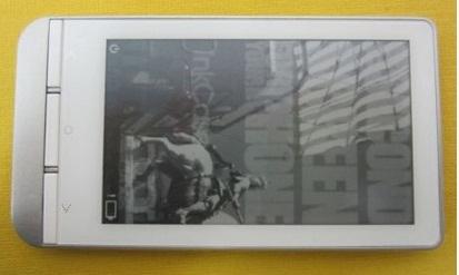 Carcasa InkCase Plus ce aduce un display secundar E-ink telefonului nostru ajunge la vânzare luna aceasta