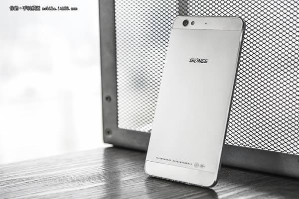 Iată o serie de fotografii cu noul smartphone Gionee Elife S6, device anunțat oficial chiar ieri