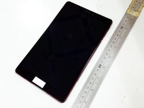 Tableta Google Nexus 8 ni se dezvăluie într-o serie de prime imagini; aparent, device-ul va sosi cu o ramă metalică