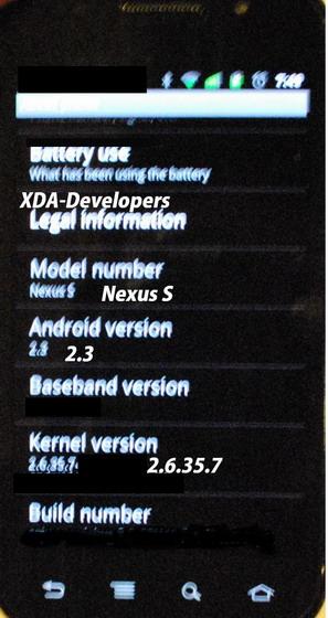 Samsung Google Nexus S, fotografiat din nou, rulează Android 2.3