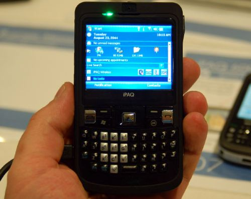 Smartphone-ul HP iPAQ 900 soseste in magazine la finalul lunii