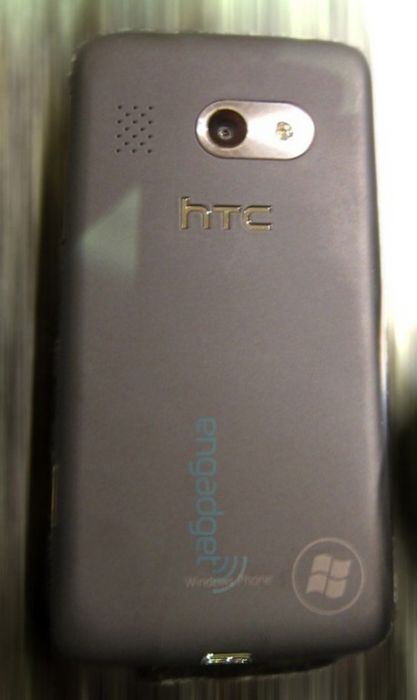 Primul telefon HTC WP7