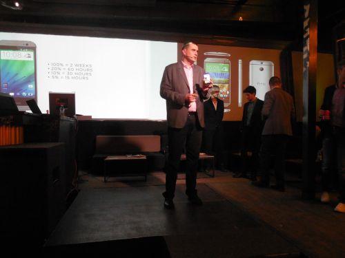 HTC One M8 lansat oficial pe plan local În cadrul unui eveniment cu jocuri de lumini și dinozauri
