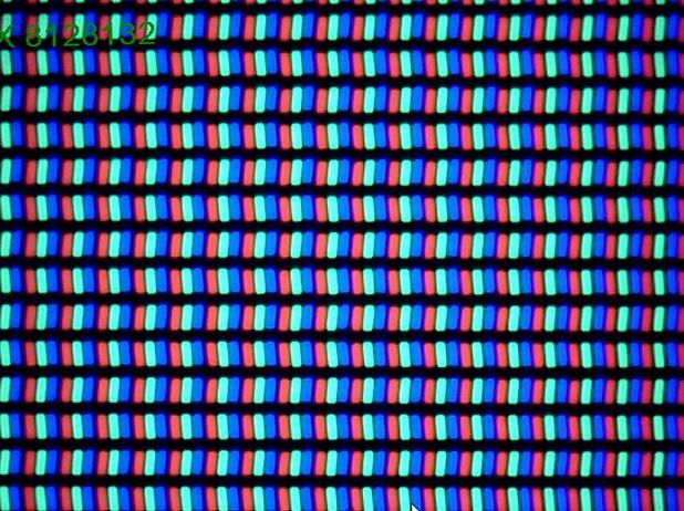 Ecranul lui HTC One M8 la microscop. Pixeli de tip RGB Stripes