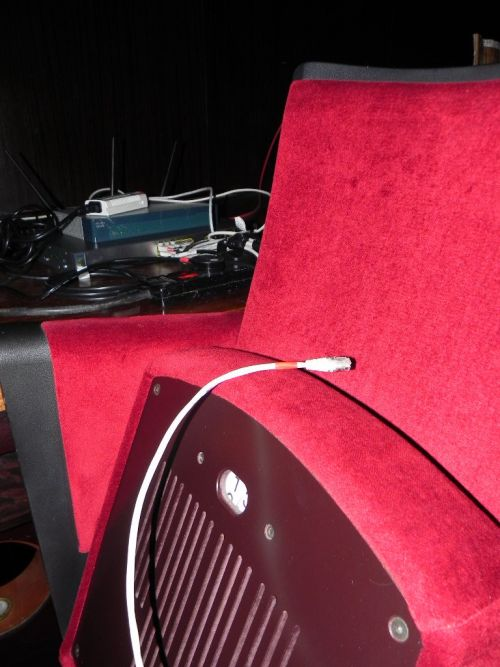 Cabluri trase la fiecare scaun