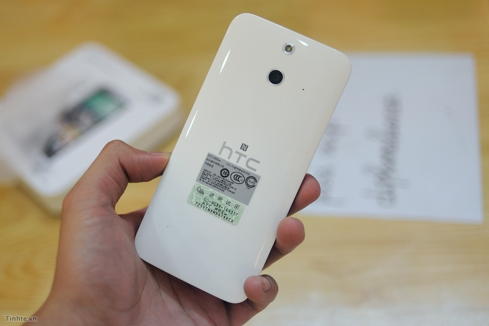 HTC One (E8) scos din cutie
