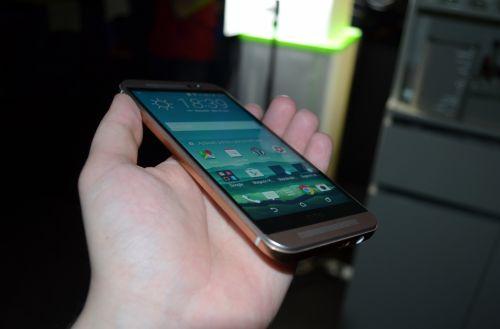 HTC One M9 Hands-on - Mini review în cadrul lansării din România a telefonului: HTC M8+ cu un soi de bumper, colorit dual şi noutăţi software interesante (Video)