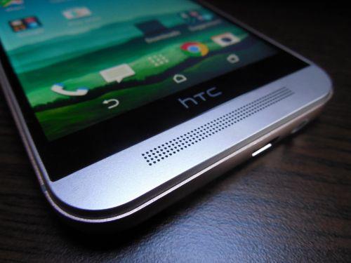 HTC One M9 vine cu difuzoare BoomSound stereo în zona frontală
