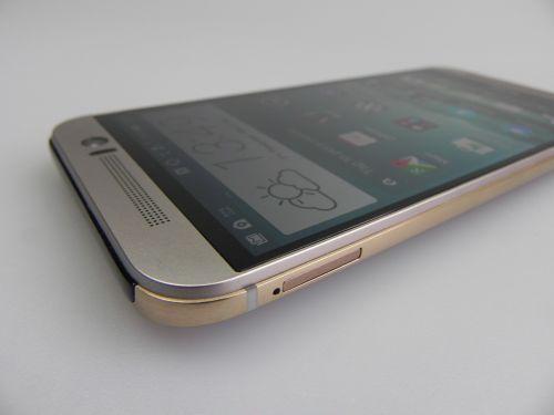 HTC One M9 si marginea aurie