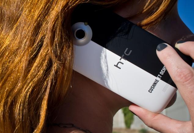 HTC One X jumătate alb, jumătate negru, o personalizare marca Cushnie et Ochs