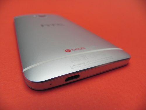 Design si materiale folosite in constructia lui HTC One - Partea spate!