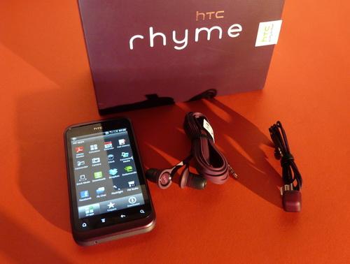 HTC Rhyme unboxing - telefonul mov pentru doamne, cu o cutie Înțesată de accesorii (Video)
