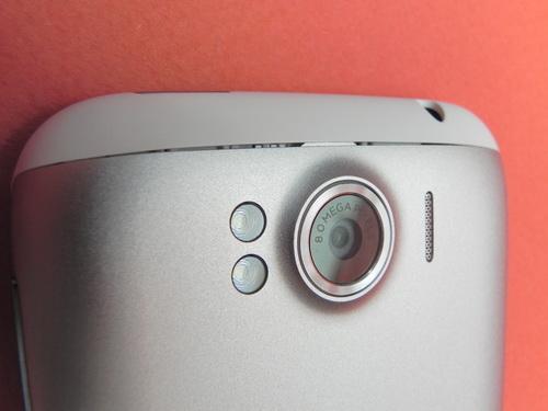 HTC Sensation XL - finisari proaste la imbinari