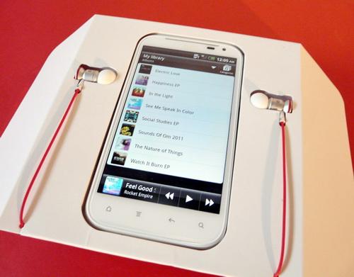 HTC Sensation XL scos din cutie