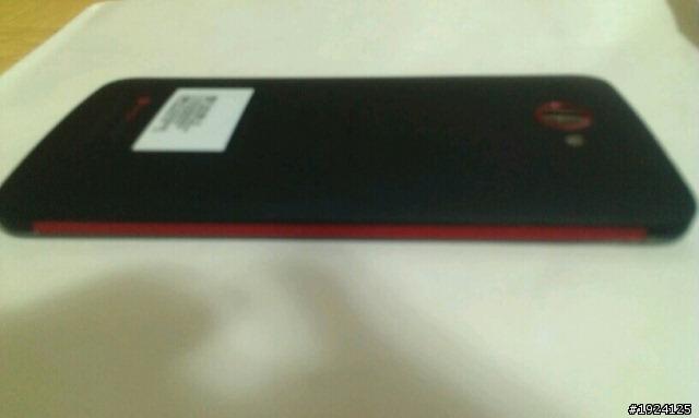 Primele imagini cu phabletul HTC de 5 inch au aparut! Acesta vine cu ecran 1080p!