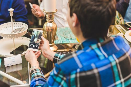 Huawei lansează smartphone-ul Honor 7 și pe piața din România; iată câteva prețuri pentru acesta