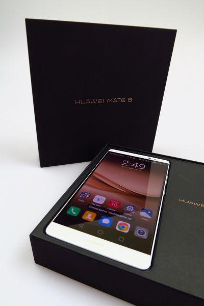 Huawei Mate 8, scos din cutie