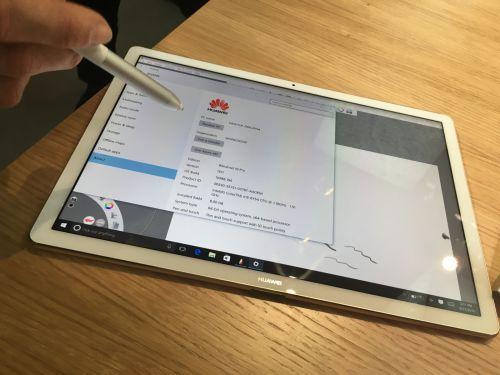MWC 2016: Huawei MateBook hands-on: un rival foarte solid pentru iPad Pro şi Surface Pro 4
