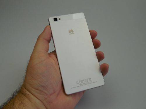 Huawei P8 Lite partea spate