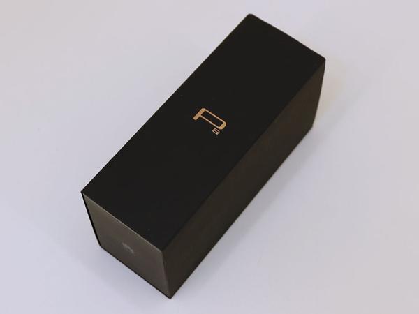 Huawei inovează cu ambalajul flagshipului P8: o cutie îngustă, cu telefonul plasat pe muchia laterală