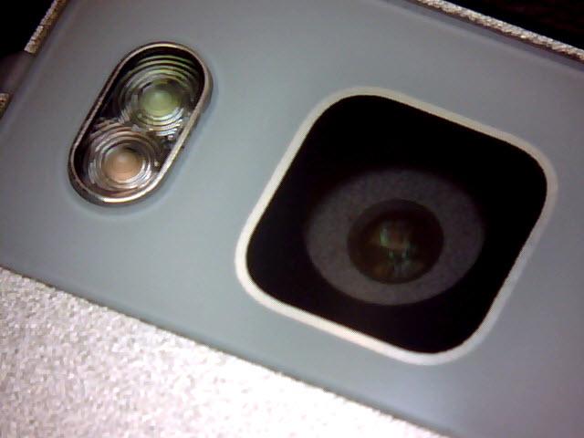 Camera lui Huawei P8 la microscop