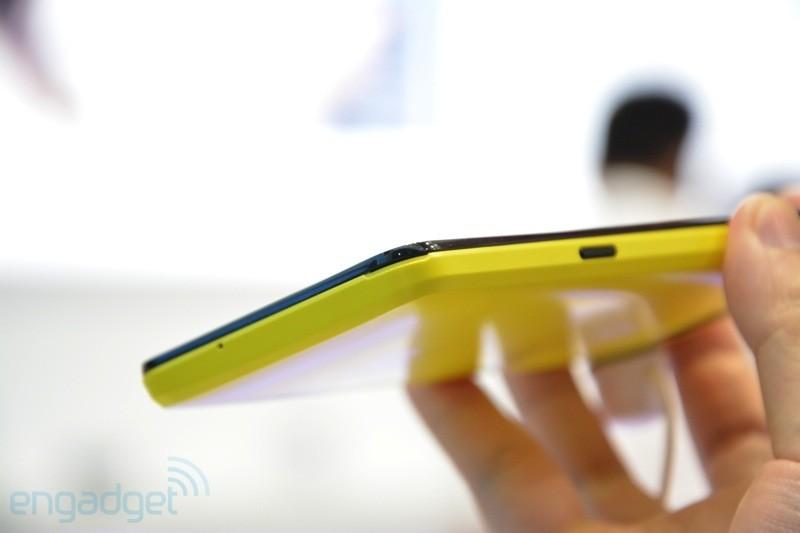 Huawei Ascend W2 Își face apariția Într-o experiență hands on, e ca și lansat (Video)