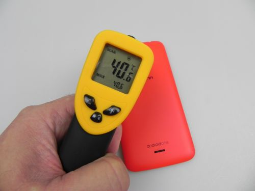 Am testat și temperatura handsetului, ajungând la 40.6 grade Celsius după 15 minute de jucat Riptide GP2