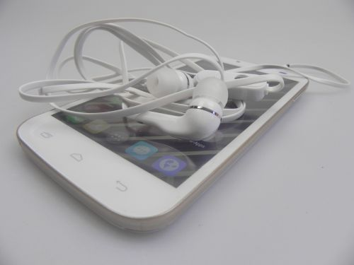 Karbonn Titanium S6 Unboxing & Concurs: telefon glossy accesibil, cu intro inedit la bootare (Video)