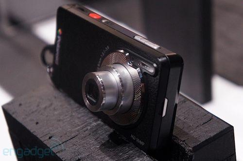 CES 2012: Telefonul Kodak Polaroid de 16 megapixeli, vine cu zoom optic și Android