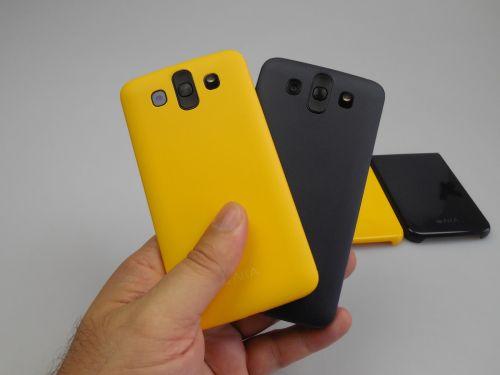 Spatele telefonului LG AKA