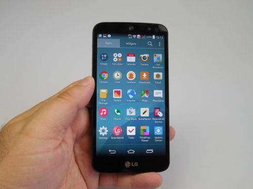 LG AKA Review: telefonul ochios e doar un midrange îmbătrânit prematur, cu cameră bună (Video)