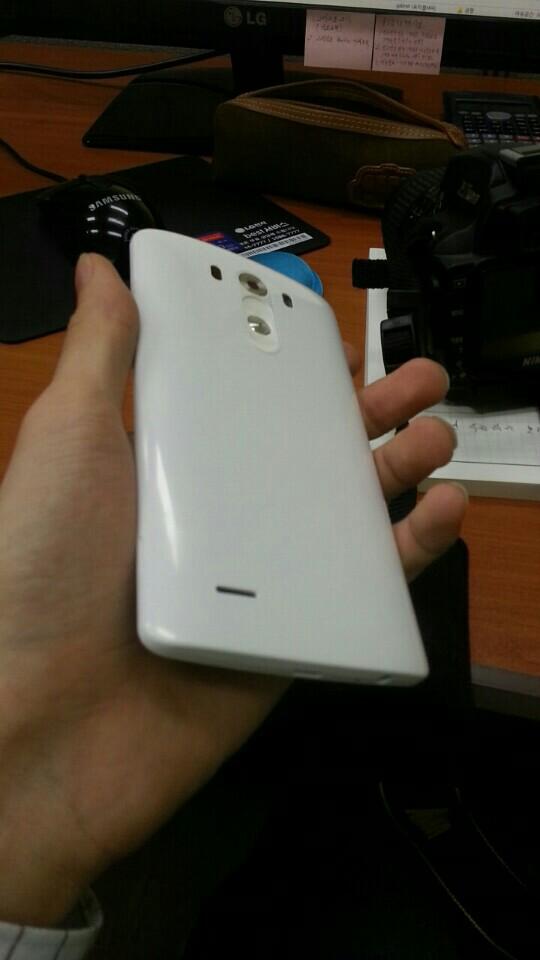 LG G3 apare Într-o serie de fotografii live ce scot la iveală un display cu margini foarte subțiri