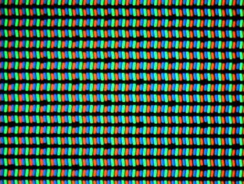 Ecranul lui LG G4, are pixeli de tip RGB Stripes