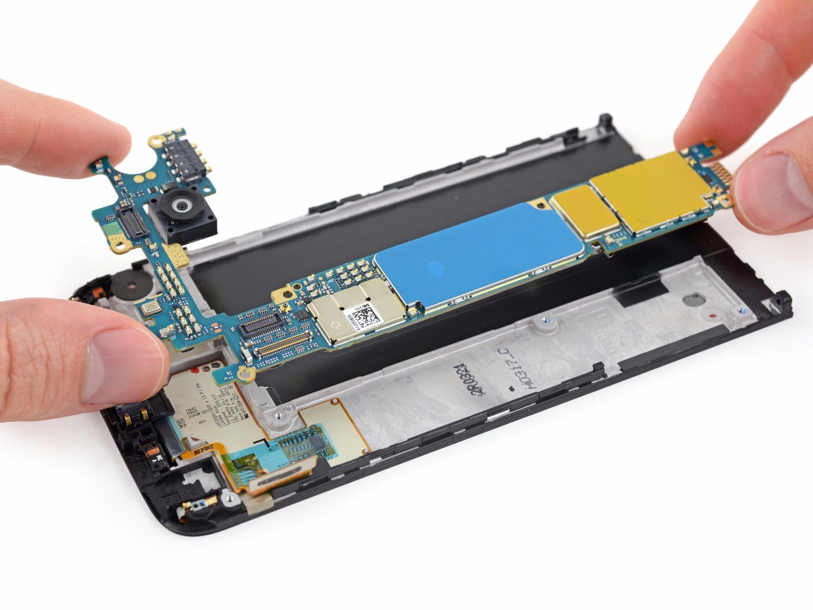 În sfârşit un telefon flagship uşor de reparat! LG G5 primeşte o notă bună după disecţia iFixit