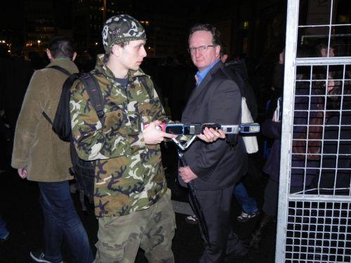 Soldat cu arma din telefoane.