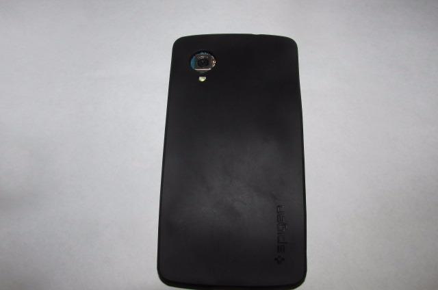 Un Nexus 5 e modificat astfel încât să integreze slot microSD, prin rearanjarea componentelor la interior