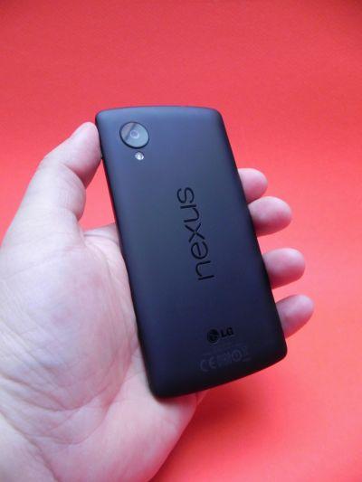 Spatele lui Nexus 5