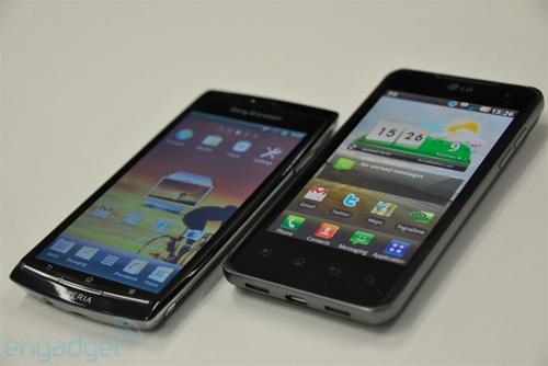 Telefonul dual core versus cel mai subțire smartphone din lume: LG Optimus 2X vs Xperia Arc (Video)