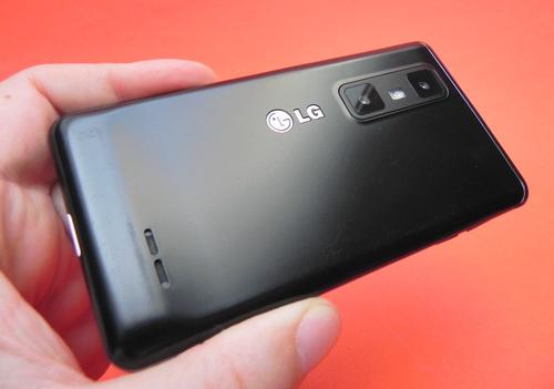 LG Optimus 3D Max din spate