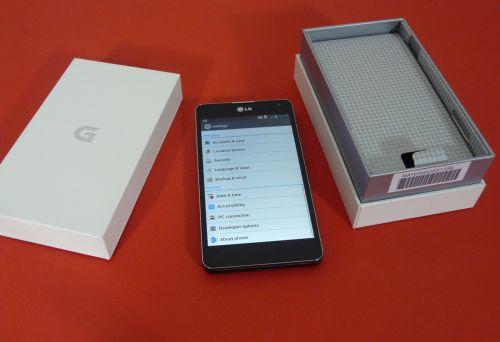 LG Optimus G unboxing: interfața interesantă, cutie cu textură de material textil (Video)