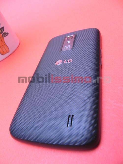 LG Optimus LTE P936 din spate