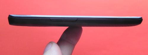 LG Optimus LTE P936 stanga