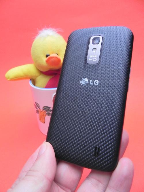 LG Optimus LTE P936 - partea spate