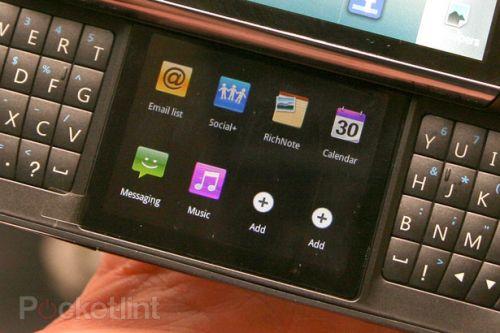Telefon LG cu două ecrane și qwerty - concept inedit